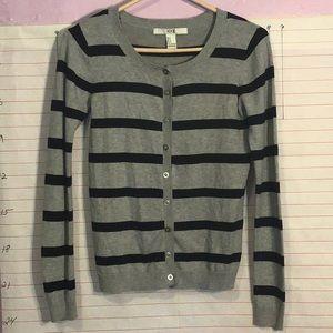 XXI (forever 21) women's sweater sz S gray & black